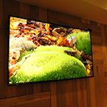 ラズル-西麻布‐Razzle大画面の壁掛けTVモニター